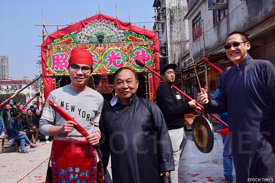 彭浩軒(左)在前年的「太平洪朝」中擔任「拜年仔」角色。(張浩林提供)