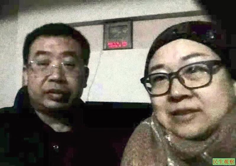 王峭嶺(右)於3月2日見到了獲釋的江天勇律師(左)。(王峭嶺推特)