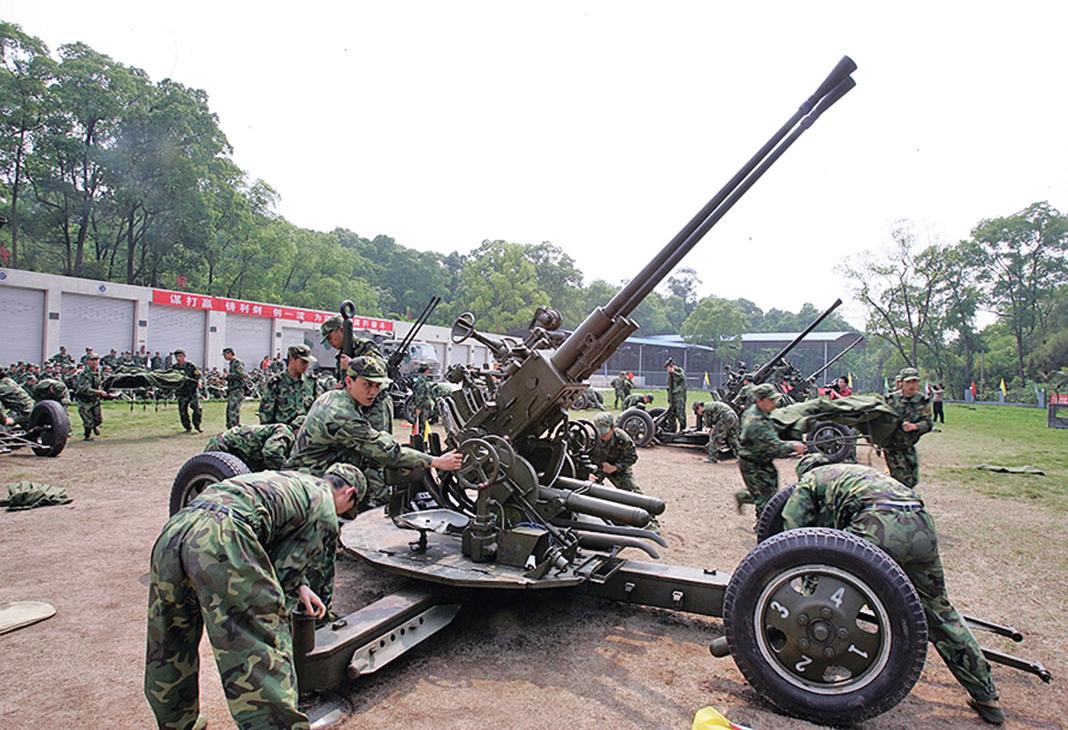中共重慶一支預備役砲兵部隊在訓練。(Getty Images)