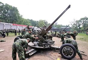 兩會報告:軍費今年增7.5%