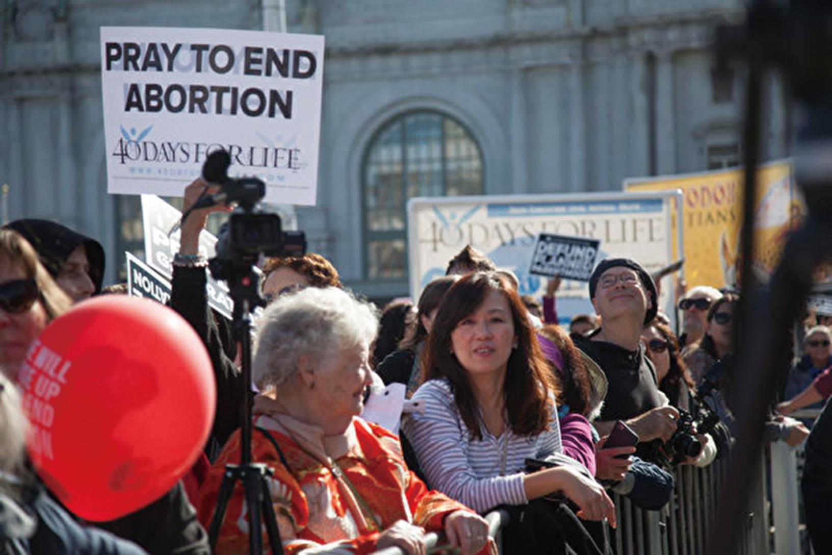 新民意調查發現,約有47%的美國受訪者反對墮胎。圖為2019年1月26日,來自美國西海岸各地逾5萬人在舊金山舉行「為生命奔走」反墮胎遊行。(周鳳臨/大紀元)