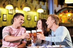 飲酒增患乳癌風險  中年女性應警惕