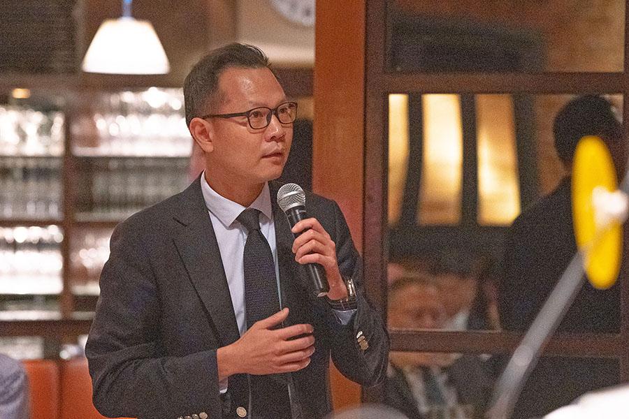 公民黨法律界立法會議員郭榮鏗在場提問有關如何保障港人信仰自由(蔡雯文/大紀元)