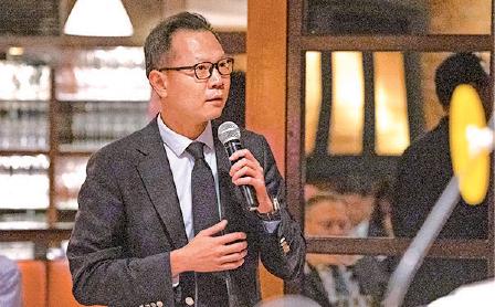 公民黨法律界立法會議員郭榮鏗就一國兩制與信仰自由提問。(李逸/大紀元)