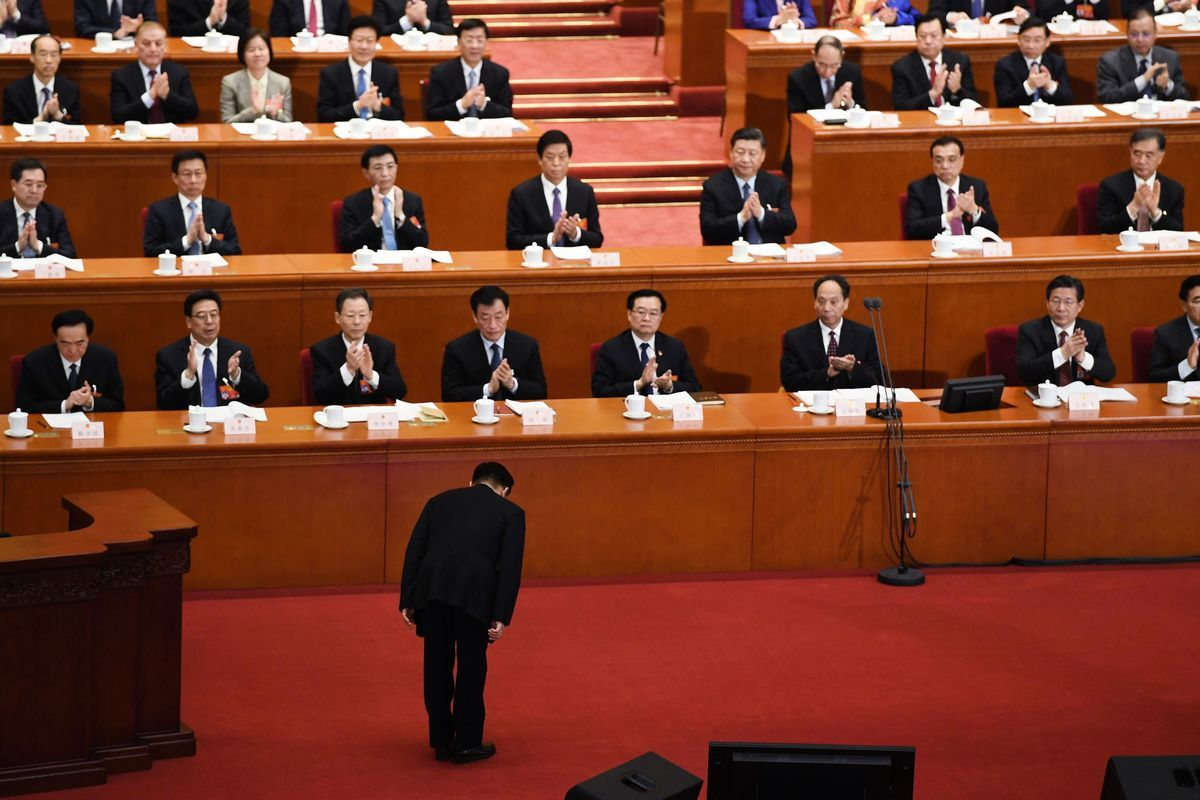 中共全國人大常委會副委員長王晨3月8日在人大二次會議上向代表們解釋《外國投資法》草案。(Getty Images)