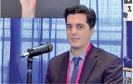 《大紀元》資深調查記者Joshua Philipp在會議現場接受了十多家媒體的採訪。(影片截圖)