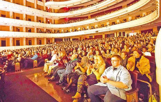 神韻北美藝術團3月9日晚在拉斯維加斯史密斯表演藝術中心的第六場演現場。(季媛/大紀元)