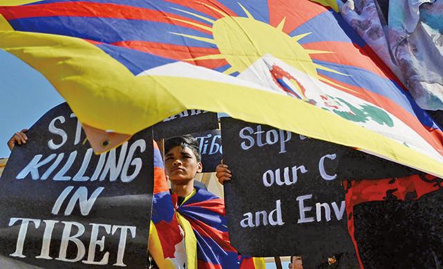 來自世界各地的支持者聚集西藏流亡政府所在地、印度北部山區的達蘭薩拉舉行紀念活動。(Getty Images)