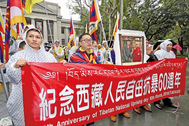 3月10日,西藏台灣人權連線等團體在台灣發起「310西藏抗暴日60周年大遊行」。(中央社)