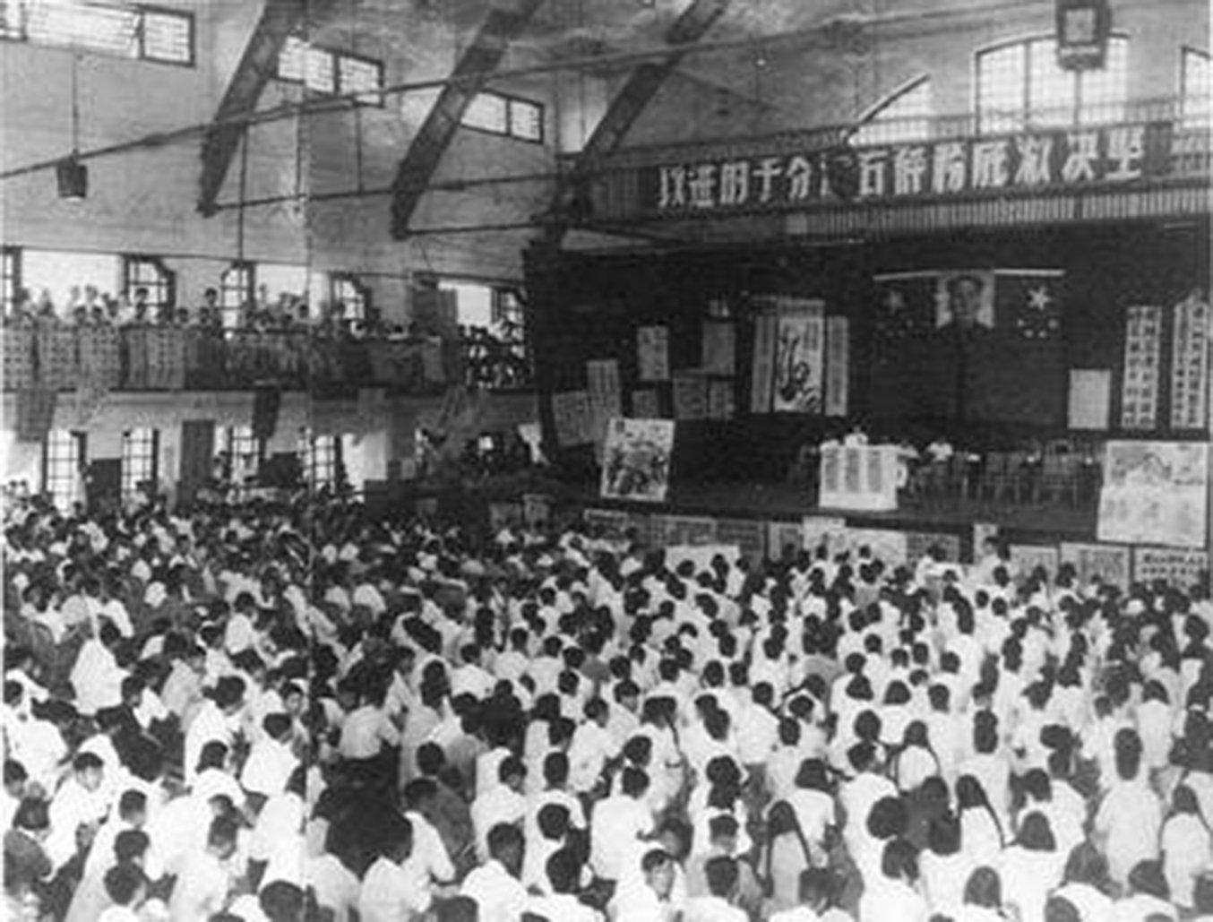 反右運動中的群眾集會。(網絡圖片)