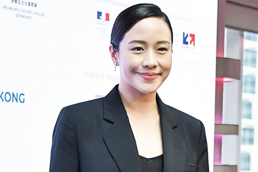 林嘉欣再任法國藝術節大使 培養子女欣賞畫作