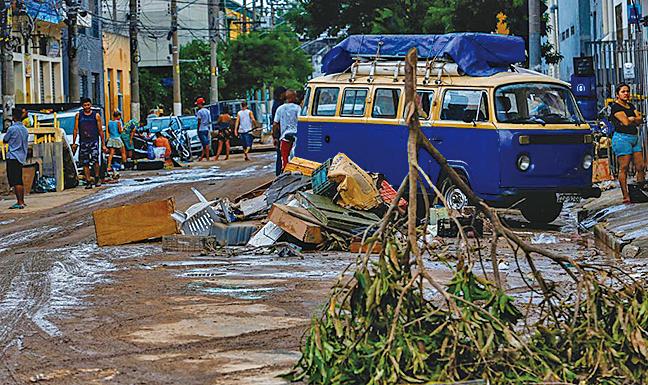 3月11日,巴西第一大城聖保羅市遭遇暴雨襲擊,造成12死。(AFP)