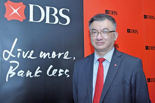 星展香港房地產業分析師丘卓文昨(12日)在記者會上稱,中美貿易戰為近期香港樓價下調主因,預料今年會再跌一成。(郭威利/大紀元)