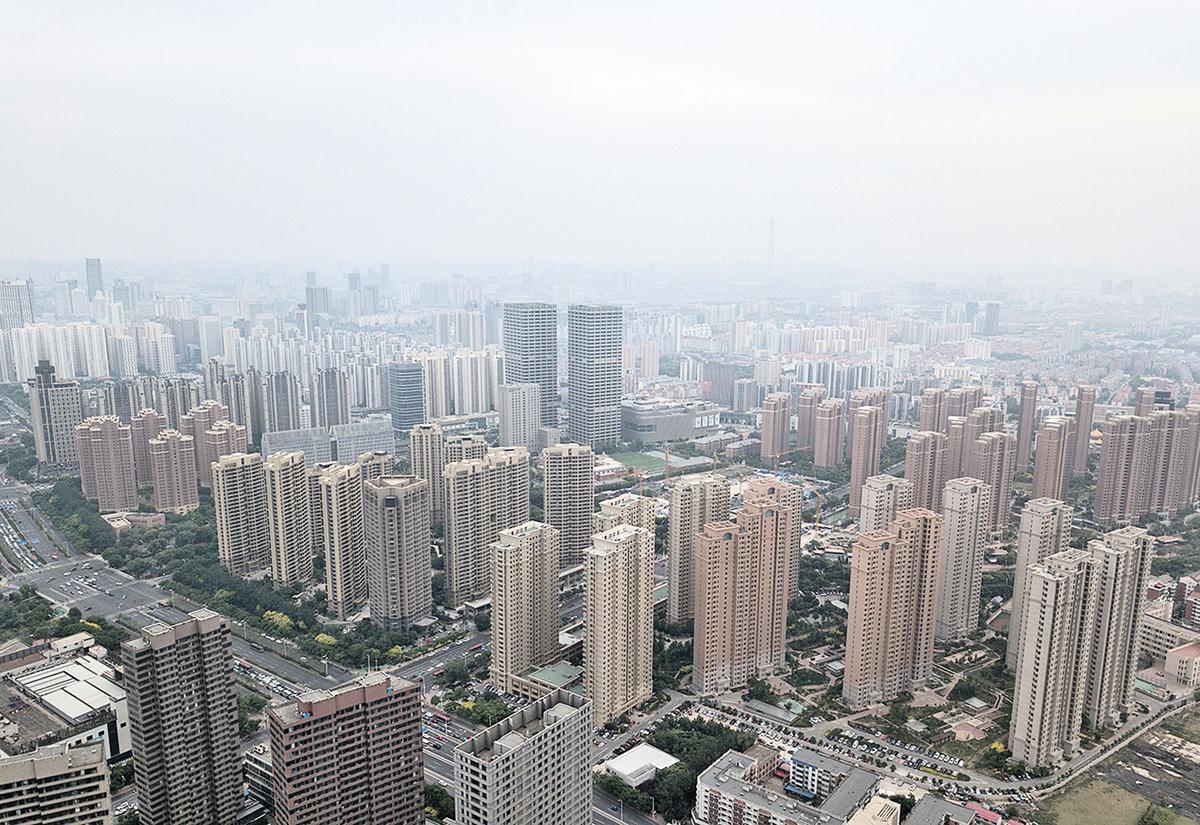 在中共2019報告中,「房住不炒」和「調控」都沒有了。樓市鬆綁應該已成大勢。圖為天津的公寓樓。(Getty Images)