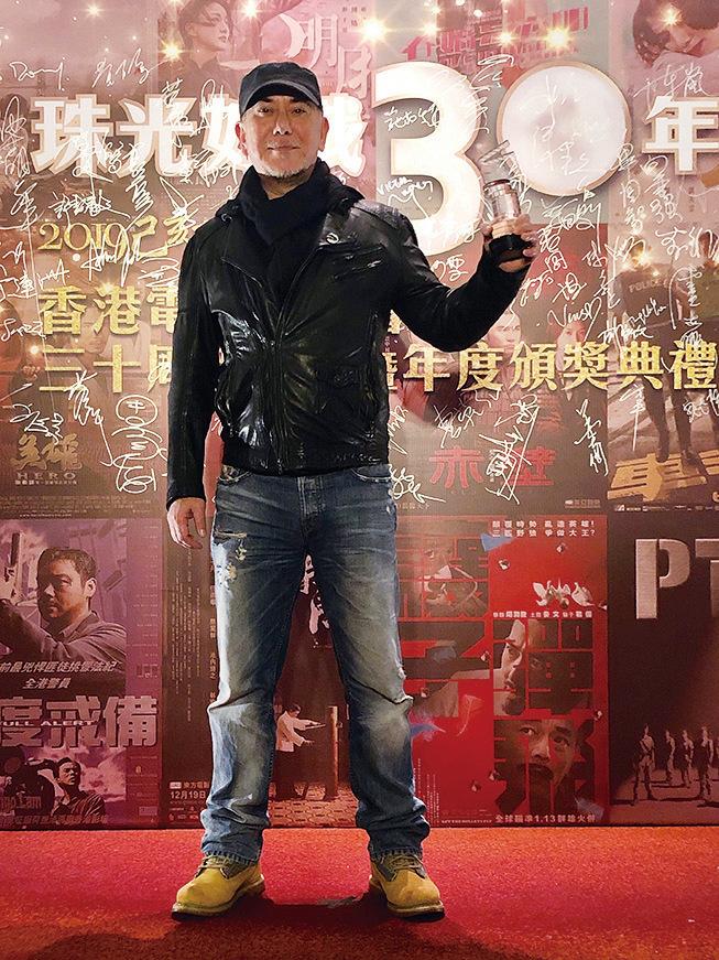 憑《淪落人》一片,黃秋生榮獲香港電影導演會頒發最佳男主角獎項。(香港電影導演會提供)
