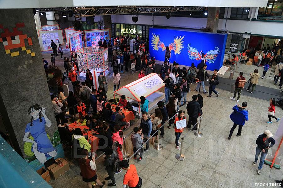 「Draw HK畫出香港」展覽吸引眾多市民參觀。(陳仲明/大紀元)