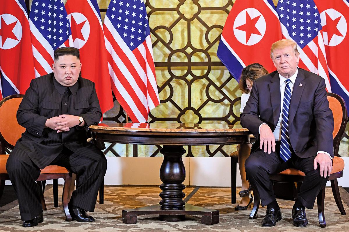 特朗普與金正恩二度會面,特朗普堅守底線「拂袖而去」離開了談判桌,使第二次特金會無果而終,不僅讓金正恩大受打擊,因此病倒,也引發中共憂懼。(AFP)