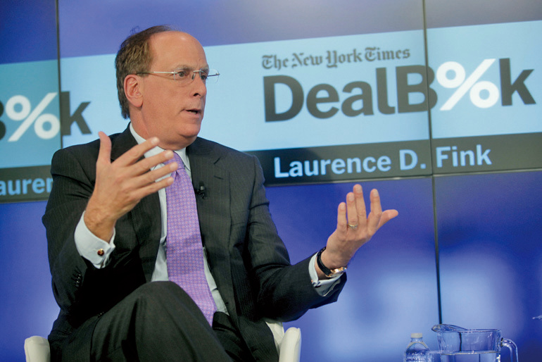 貝萊德集團共同創始人暨執行長芬克最近表示,未來股市和債市的年投資報酬率很難超過4%。圖為2014年芬克在一論壇上發表演說。(Getty Images)