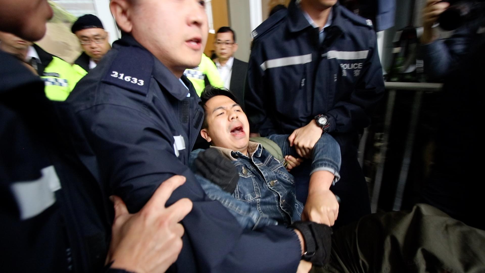 香港眾志主席林朗彥被警察拘捕。(蔡雯文/大紀元)