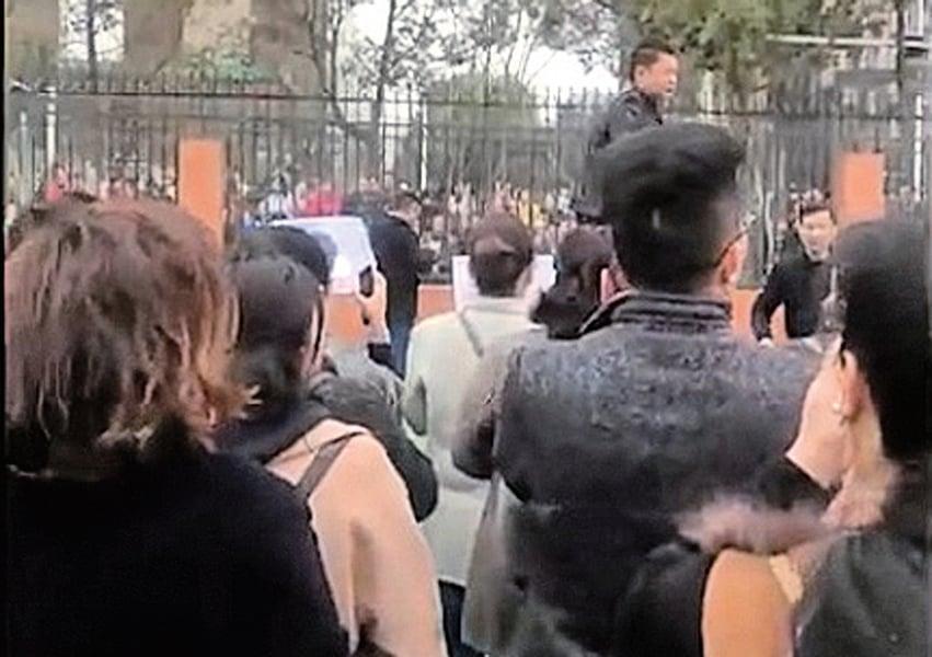 食品發霉事件政府敷衍 四川逾千家長再遊行