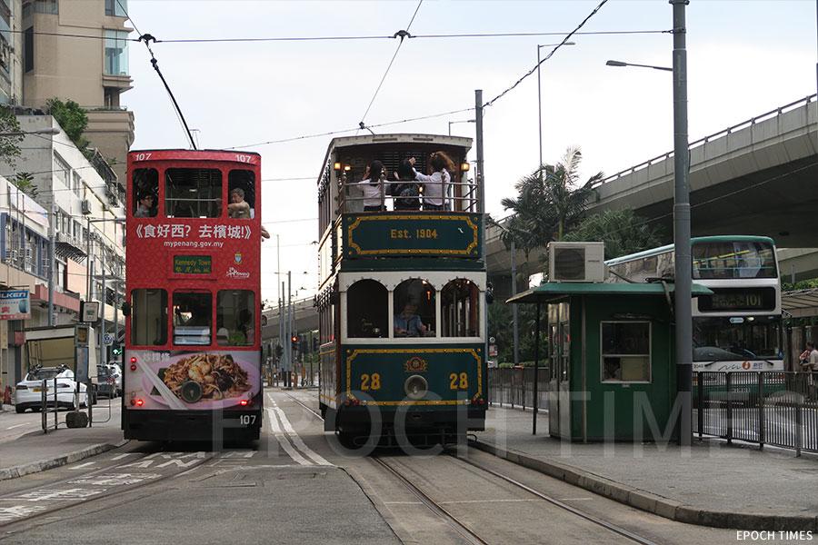由1904年通行至今的香港電車,見證了香港歷史百年變遷。(陳仲明/大紀元)