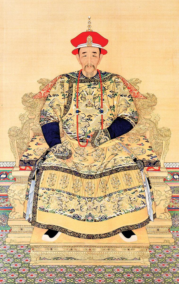 清聖祖康熙朝服像。(公有領域)