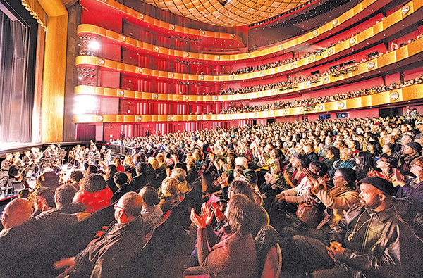 3月16日,神韻紐約藝術團在林肯中心大衛寇克劇院的演出現場。(戴兵/大紀元)