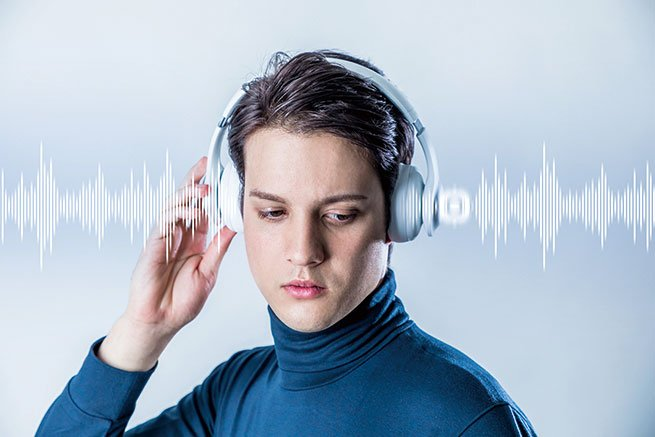 研究者通過測量一個聽眾群體所有人的腦電波,發現音樂會讓這些人的腦電波互相之間協調一致,因此可以將不同聽者的腦電波的關聯程度作為衡量被音樂所吸引程度的指標。(Shutter Stock)
