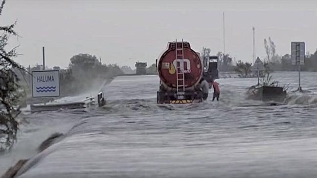 莫桑比克遭熱帶風暴襲擊,恐千人死亡。(影片截圖)
