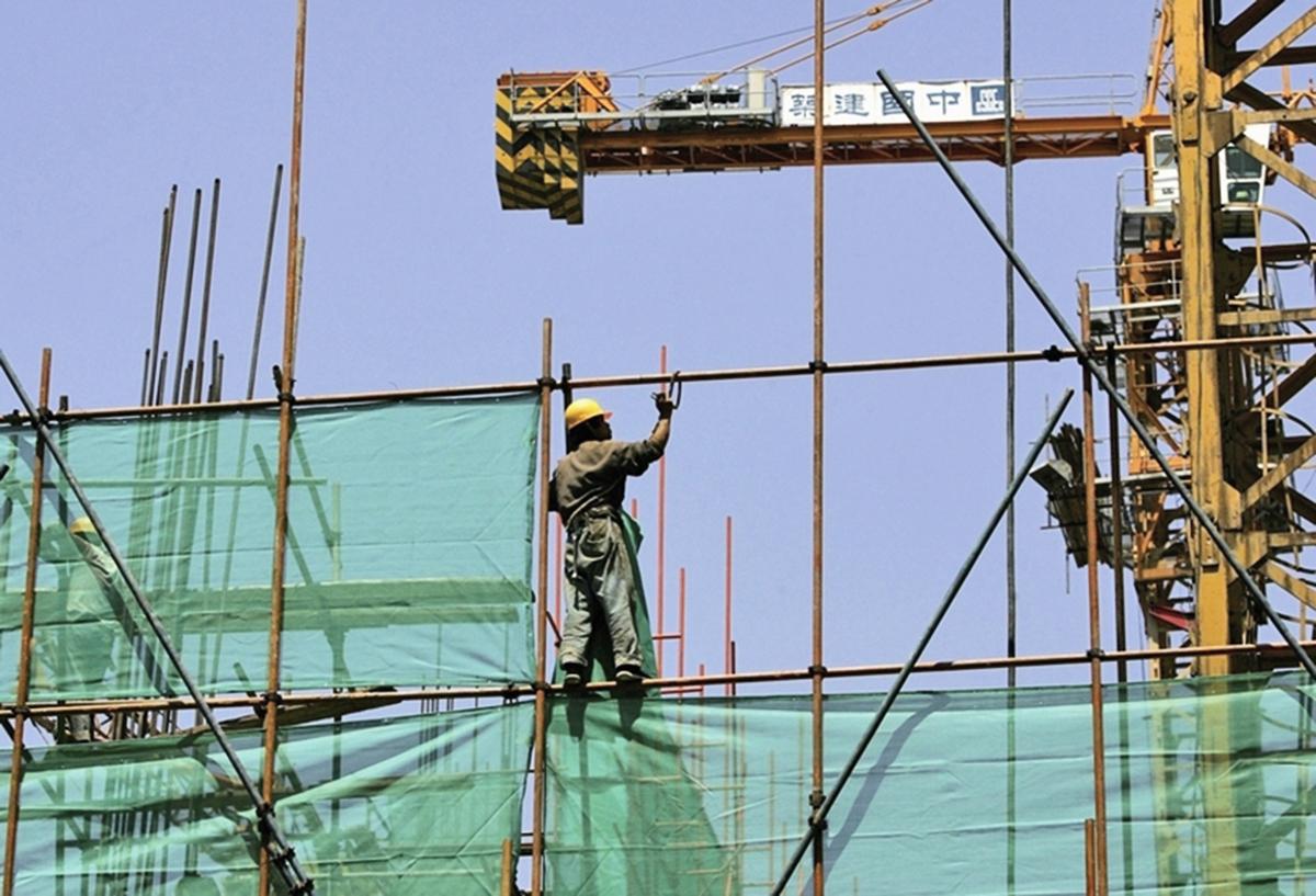 外媒分析,中國樓市泡沫破裂對消費者信心產生毀滅性影響。圖為北京一建築工地(Getty Images)