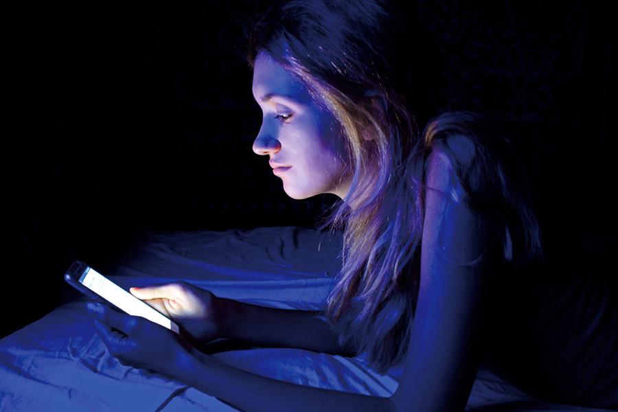 睡前做2件事 避免藍光危害