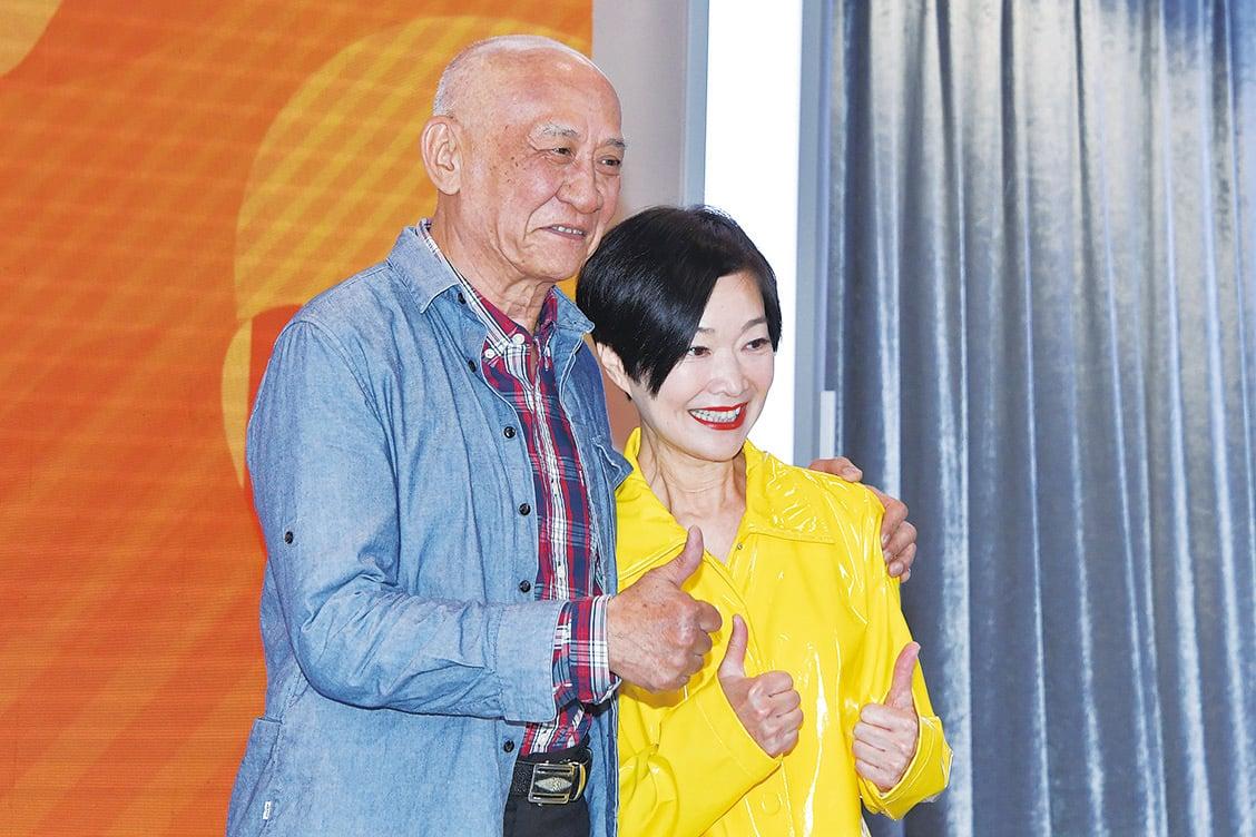 李家鼎(左)和譚玉瑛主持的《阿爺廚房》非常受歡迎。(郭威利/大紀元)
