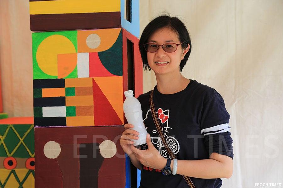 香港聖公會麥理浩夫人中心助理服務幹事霍健明姑娘。(陳仲明/大紀元)