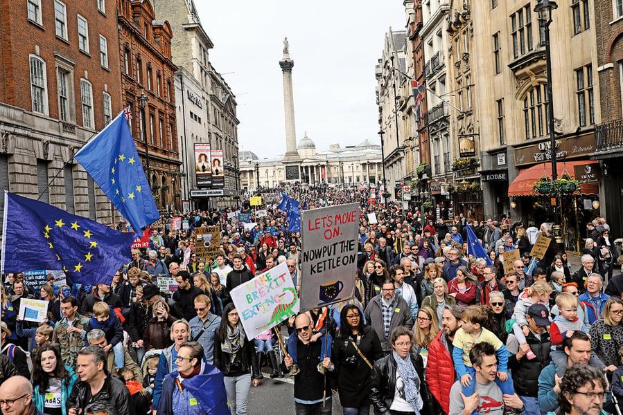 數十萬人遊行要求留歐
