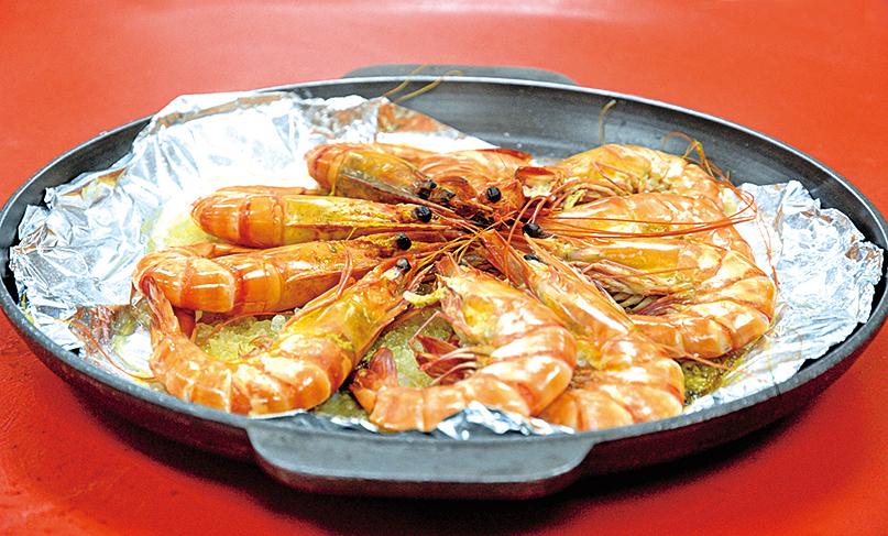 鹽焗蔥花紅袍蝦。