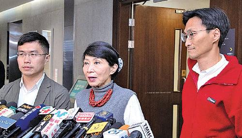 毛孟靜(中)稱民主派不支持《逃犯條例》,呼籲市民參加周日反《逃犯條例》修訂大遊行。(蔡雯文/大紀元)