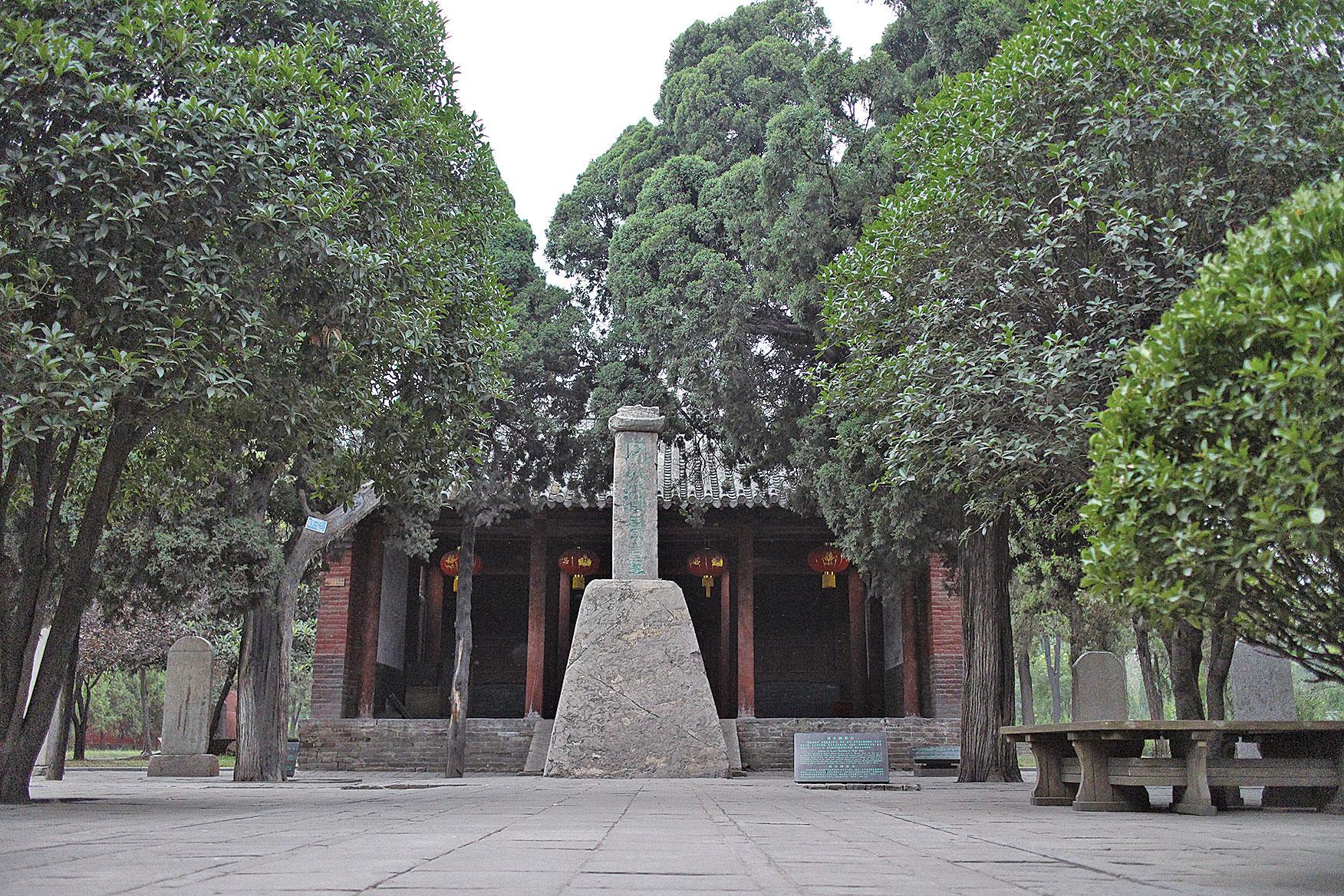 周公測景台(Halazhang/維基百科)