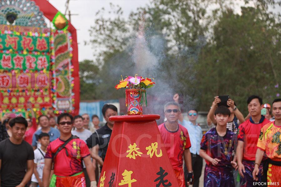河上鄉保留傳統搶花炮儀式。(資料圖片)