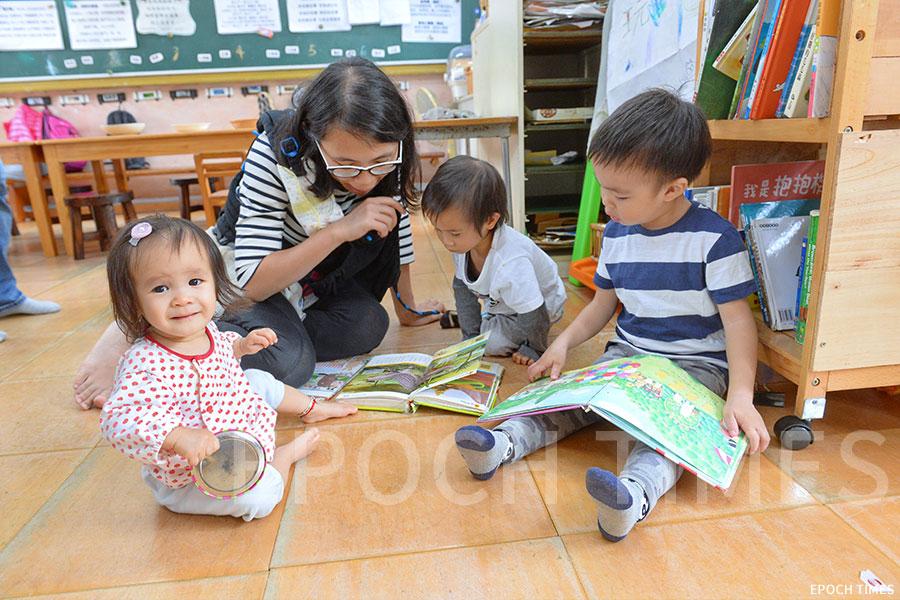 鄉師自然學校開放日吸引不少家長及小朋友參與。(宋碧龍/大紀元)