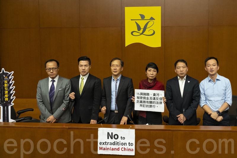 民主派呼籲市民踴躍參加周日反對修訂《逃犯條例》遊行。(李逸/大紀元)