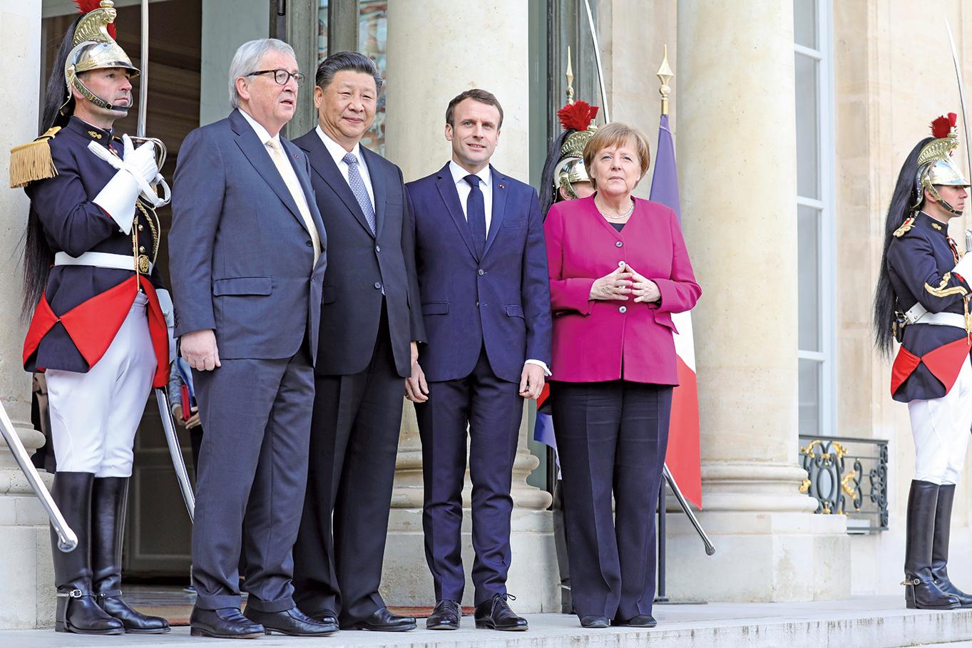 3月26日,法國總統馬克龍(右二)與德國總理默克爾(右一)和歐盟委員會主席容克(左一)一起,在巴黎會見了中國國家主席習近平。歐盟方面督促中共要進行互惠貿易。(AFP)