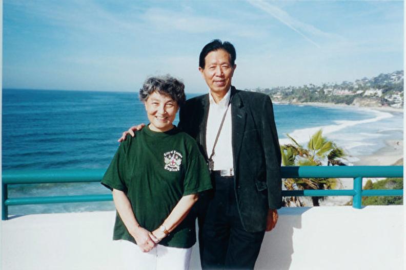 大陸退休軍醫醫生蔣彥永近期致信中共國家主席習近平,要求為六四正名。圖為蔣彥永夫妻。(大紀元)