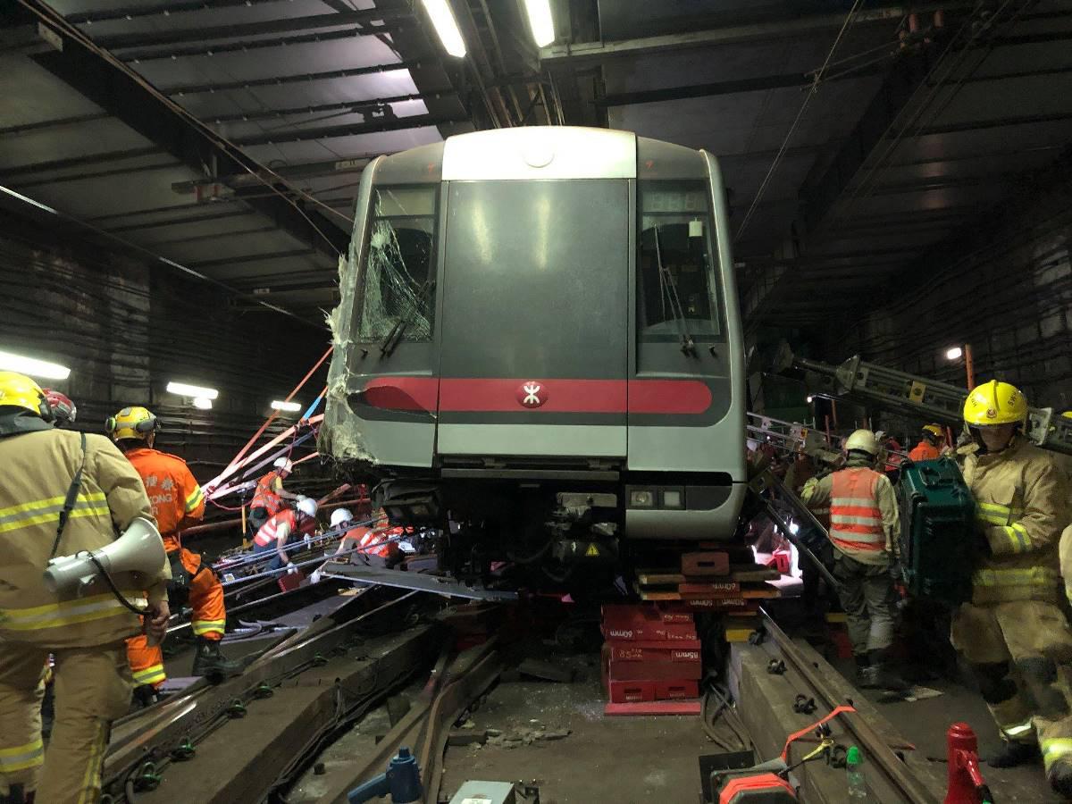 政府和港鐵向立法會提交文件,指故初步調查認為,荃灣綫列車相撞事是後備電腦的安全聯鎖功能未能正常運作所致。(香港消防處Facebook)