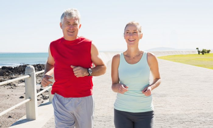 最新研究發現,鍛鍊除了對身體健康有益之外,還可以減緩衰老,但並不是所有運動都有這樣的效果,有氧和高強度間歇訓練(HIIT)可以從細胞水平上減緩衰老。(Wavebreakmedia/Shutterstock)