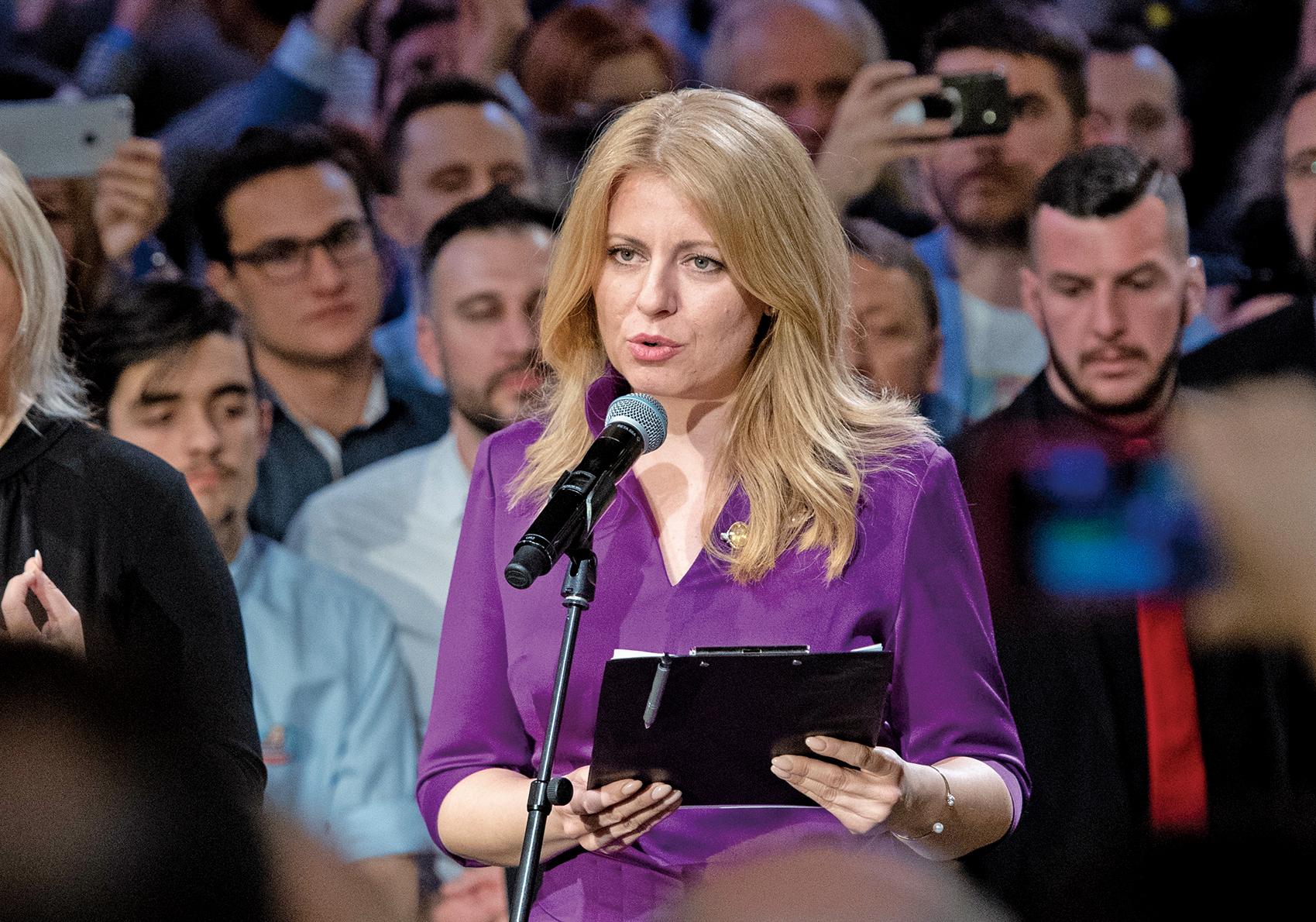 斯洛伐克上周六(3月30日)舉行大選,反腐律師查普托娃(Zuzana Caputova)一舉當選為該國首位女總統。圖為查普托娃在贏得大選後發表講話。(AFP)