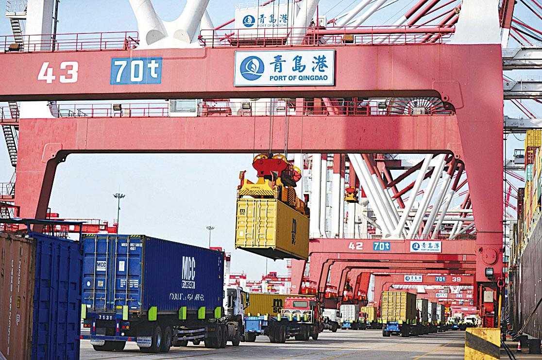 圖為中國青島港。(Getty Images)