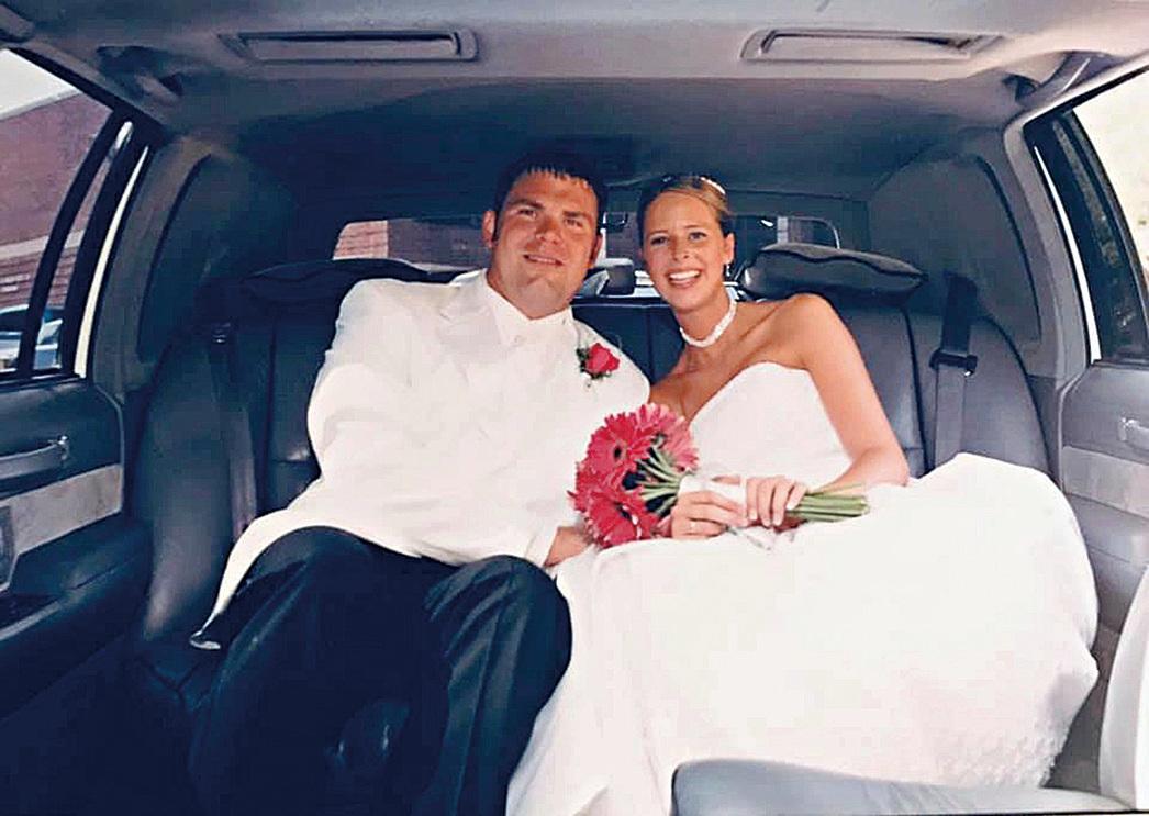 安妮曾經有個幸福的家庭。圖為當年安妮和先生結婚的照片。(Leigh Anne Skoda Facebook