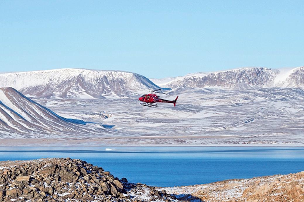 到依特克特米的旅人須使用兩趟飛機、一趟刺激的直升機。