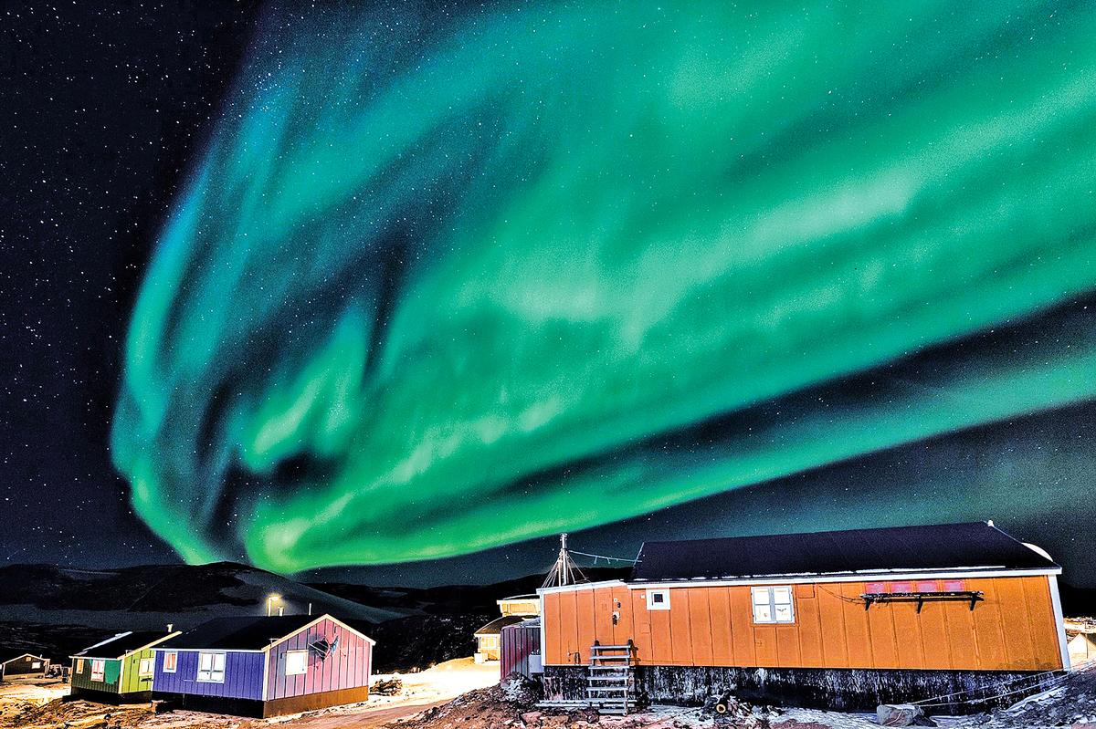 每年4月到9月,空中跳躍著的極光點亮格陵蘭夜晚,依特克特米小鎮則是觀賞極光的最佳搖滾區。