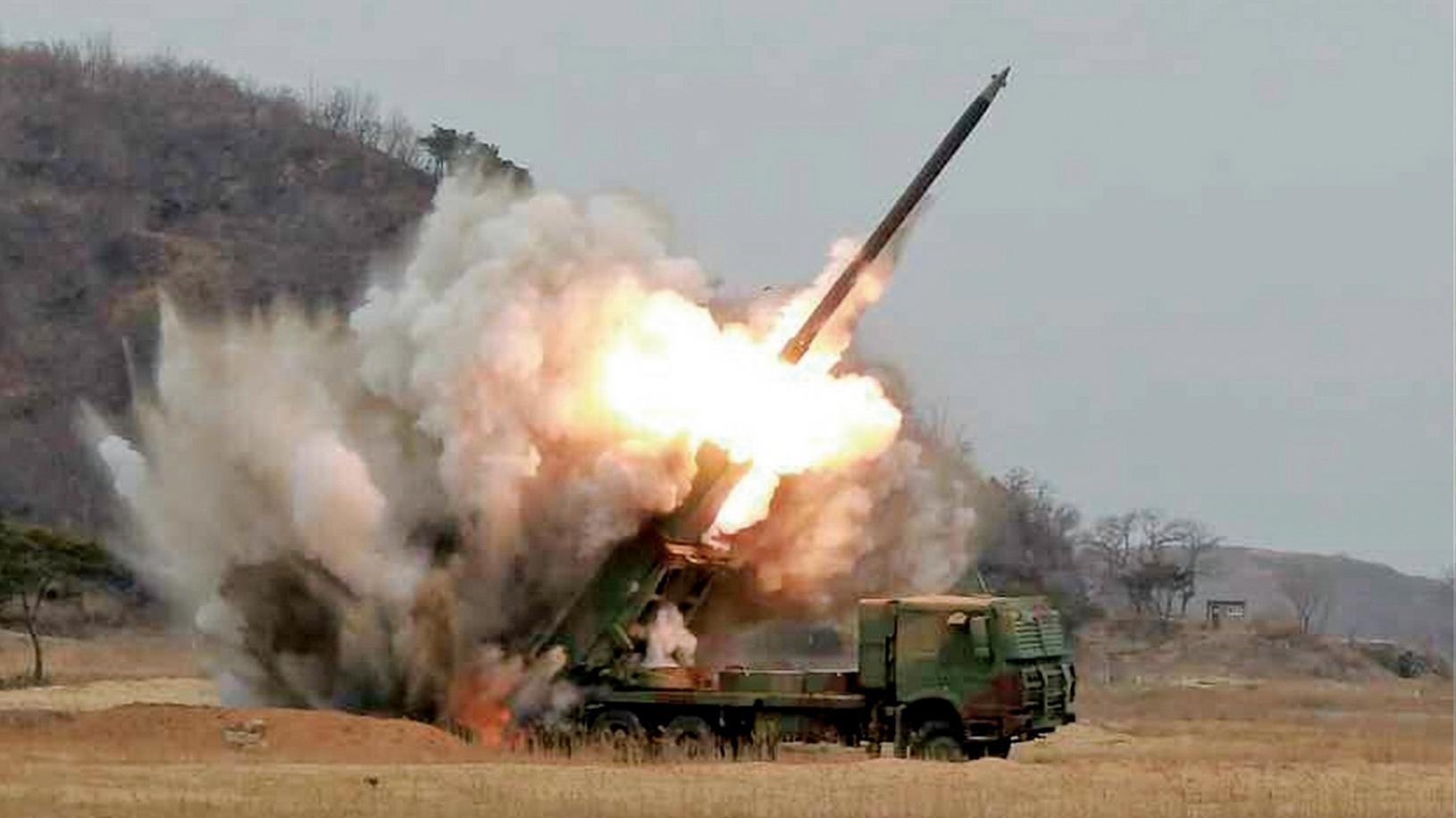 2014年起北韓開始試射自主研發的舞水端導彈,其最大射程估計在2,500到4,000公里之間。其射程至少可以覆蓋南韓和日本,甚至可能抵達美國關島基地。(網絡圖片)
